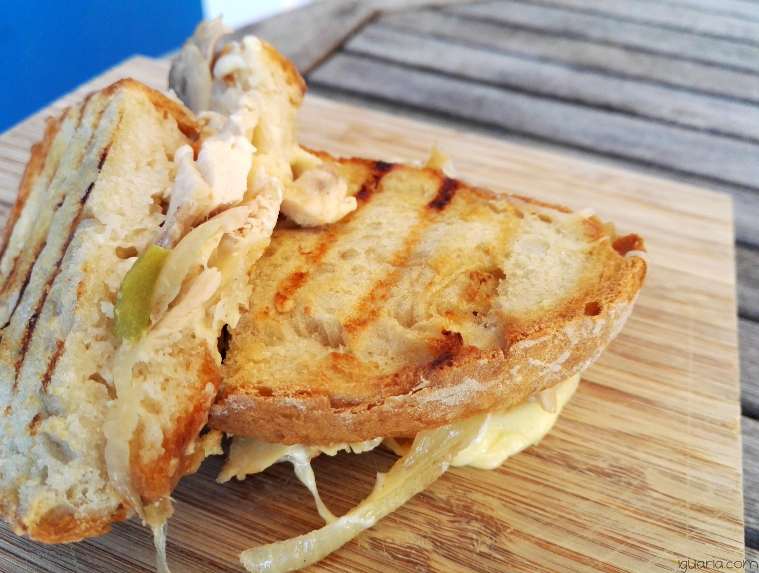 iguaria-tosta-de-pimentos-e-queijo
