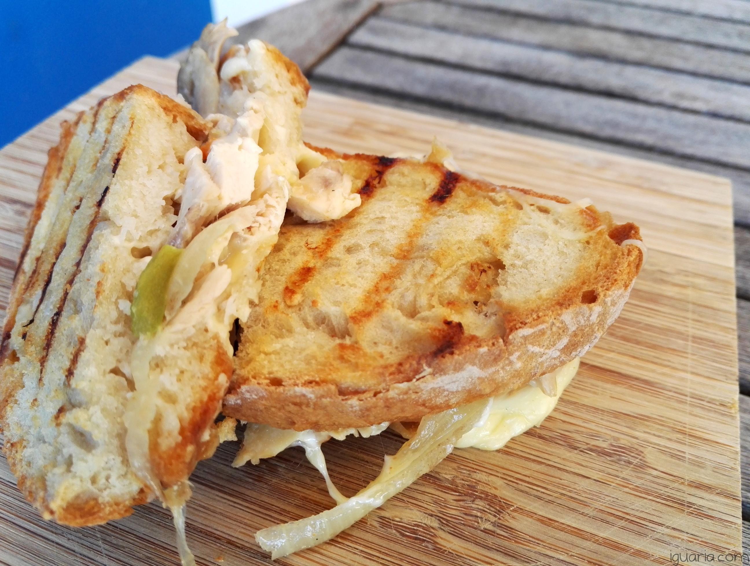 iguaria-tosta-de-queijo-e-frango